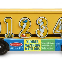 Drevený autobus s číslami 2